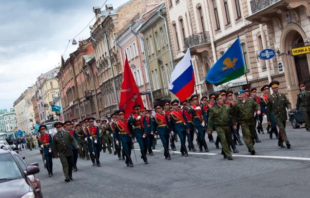 Флаги ВДВ России на параде