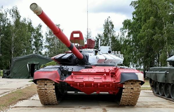 """Т-72Б3М в специфическом """"камуфляже"""" для соревнований по танковому биатлону"""