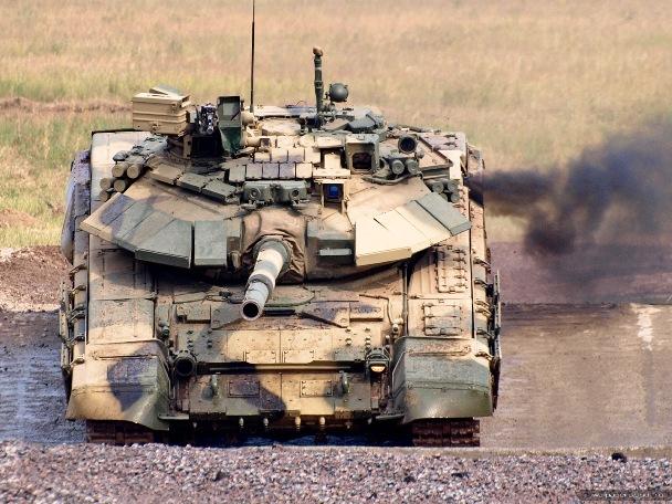 """Российский передовой танк Т-90 изображен на футболке """"Танки наши быстры"""""""