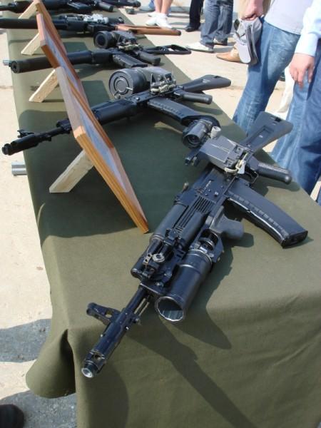 Демонстрационный стенд с вооружением 45-го разведывательного полка