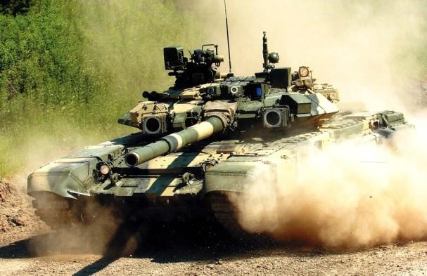 Ни пыль, ни грязь российским танкам не помеха
