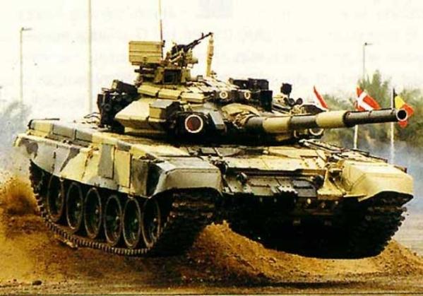Ранняя версия ОБТ Т-90 на международных показательных выступлениях в Европе
