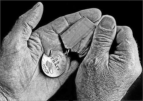 Прострелянная медаль героев