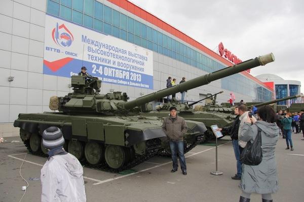 Танк Т-90 на выставке техники и вооружения в Омске