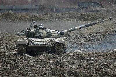 Боевая машина Т-72Б на танкодроме