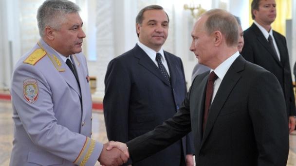 За успехи в борьбе с преступностью В. Путин присваивает главе МВД Колокольцеву звание генерал-полковника