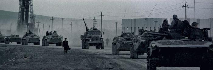 Колонна бронетехники ОГВ на пути к Грозному
