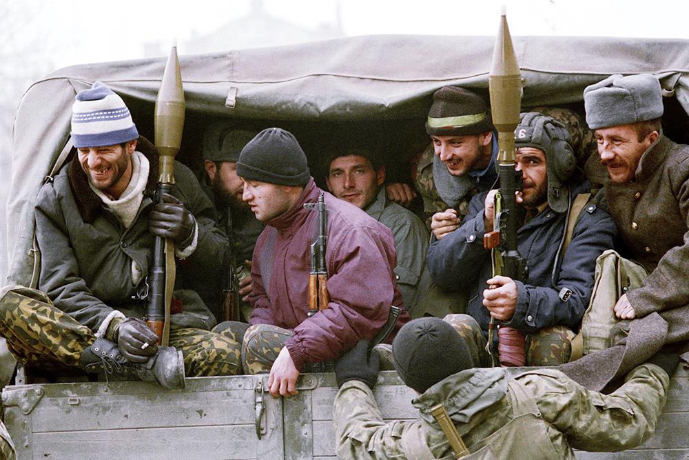 В начале 90-х в руки чеченских сепаратистов попало значительное количество оружия со складов