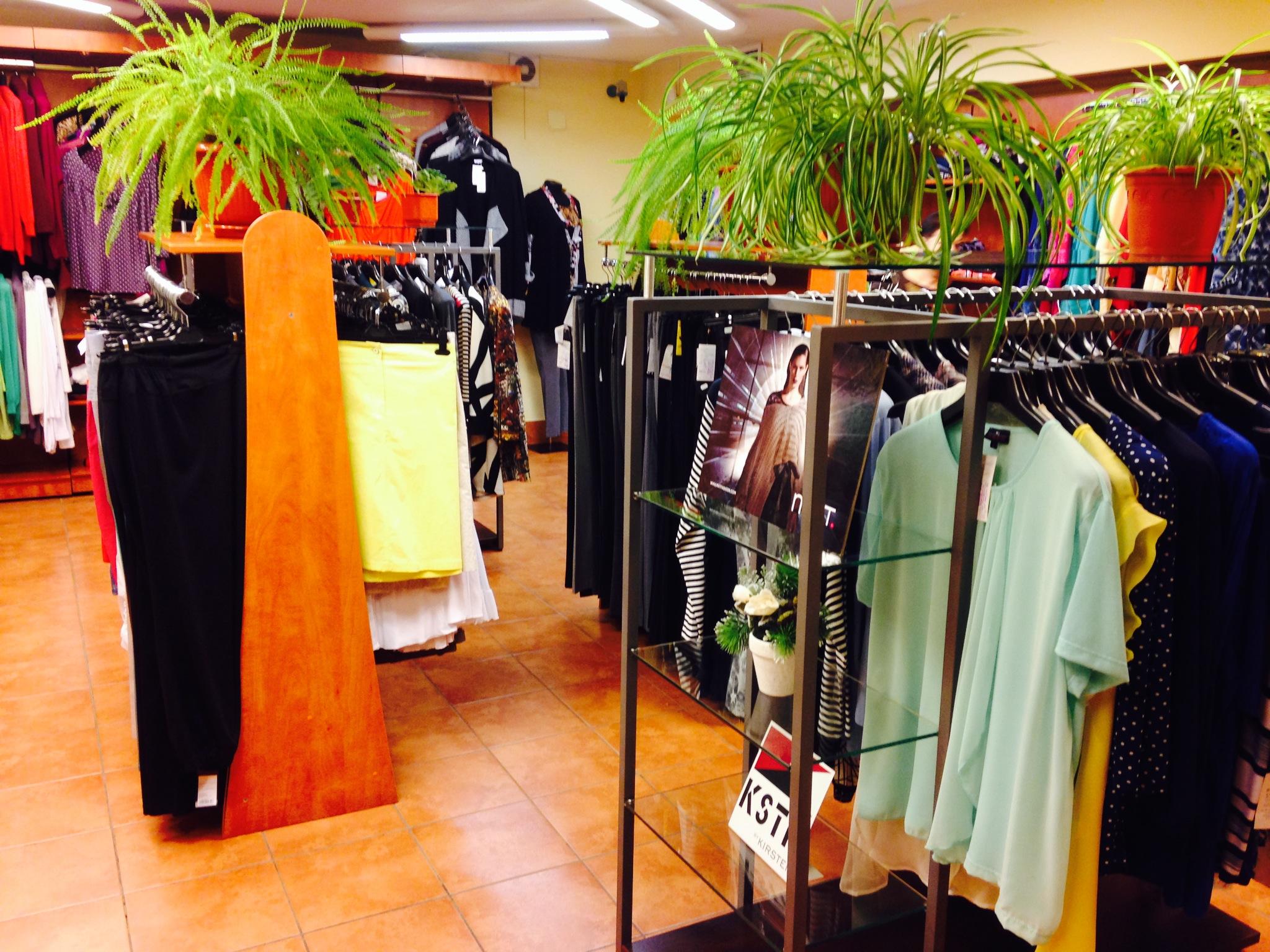 cec1e61002fe Магазины представлены в Москве и Екатеринбурге. Фирма имеет сайт, где вы  можете заказать одежду большого размера через интернет в удобное время дня  и ночи и ...