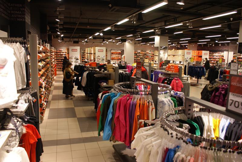 26b070b7 ... мировых брендов модной одежды. Отличительной чертой ТЦ Дисконт-центра « Румба» являются большие скидки и регулярные распродажи коллекций прошлых  сезонов.