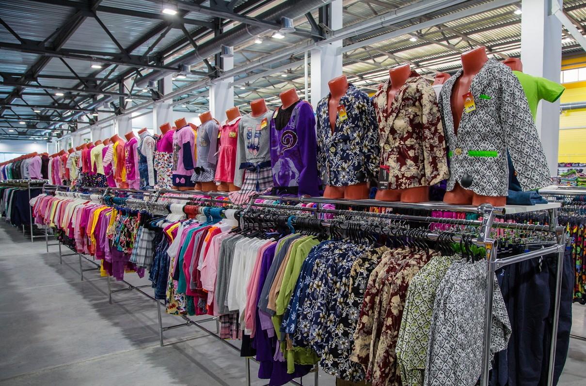 37ffe7fe980 Сеть магазинов «Планета» имеет представительство во всех крупных городах  России. Здесь можно приобрести недорогие вещи и качественную обувь для всех  членов ...