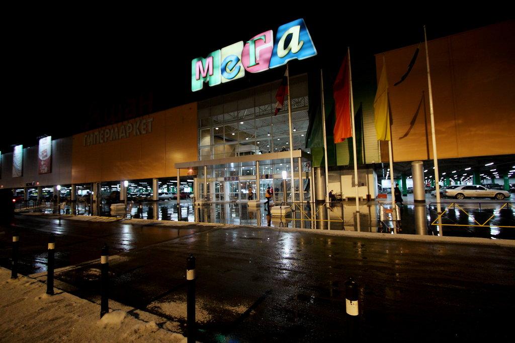 771bb1ae Этот огромный торговый центр, открытый в 2006 г. недалеко от городской  границы Нижнего Новгорода, является одним из 14-ти ТЦ данного бренда, ...