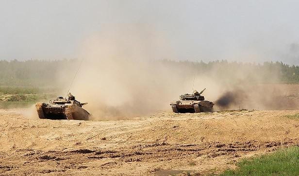 Боевые машины на танкодроме 72 ОУЦ